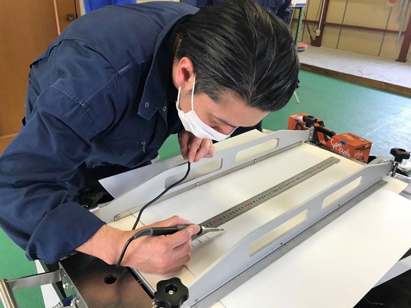 当社加工工場で交換用樹脂ベルト製作